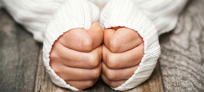 Comment éviter ou soigner les mains gercées en hiver ?